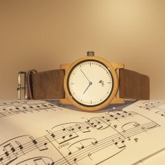 Opis UR-U2: Minimalist Unisex Timepiece with Wood Case and Leather Wrist Strap for Men and Women (Bamboo)