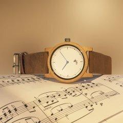 Opis UR-U2: reloj unisex minimalista con caja de madera y correa de cuero para hombre y mujer (Bambú)